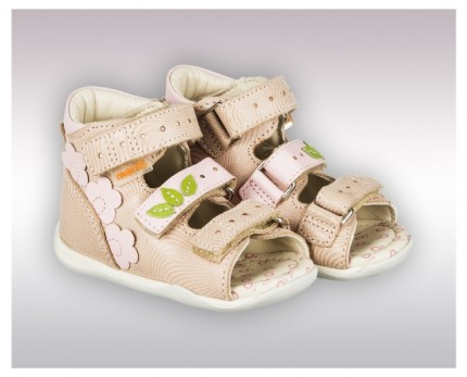 First-of-their-kind orthopedic sandals for kids